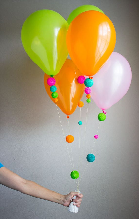 Balloons with color balls in Decoration for babies, children and adults parties, for events such as anniversaries or birthdays or dinners