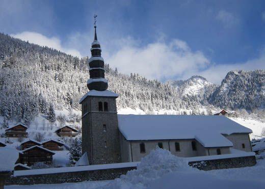 L'église de La Chapelle d'Abondance, au cœur de la Vallée d'Abondance, Chablais. A découvrir avec les Guides GPPS http://www.gpps.fr/Guides-du-Patrimoine-des-Pays-de-Savoie/Pages/Site/Visites-en-Savoie-Mont-Blanc/Chablais/Haut-Chablais-Morzine-Aulps-Abondance/La-Chapelle-d-Abondance