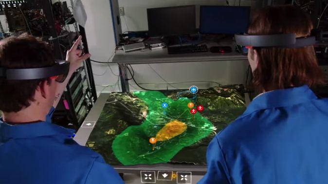 マイクロソフトが3月に開発者版の販売を開始したMRデバイス「HoloLens」。様々な用途での使用が期待されるこのデバイスですが、今回はその使用事例の中から2つ、動画を交えて紹介します。 MRを飛行機整備士の訓練に活用 https://www.youtube.com/watch?v=GjZgI2oDcwM まず紹介するのは、日本航空(JAL)向けに提供された、飛行機整備士の訓練用アプリケーション。こちらはHoloLensを通して現実世界に飛行機のジェットエンジンを表示させ、内部構造を分解して個々の部品について詳しく知ることが出来たり、実際にエンジンが動くまでの流れなどを学ぶことが出来ます。  JALによれば、現在の整備士養成訓練は、航空機が運航していないスケジュールを活用するなど訓練時間が限られており、またエンジンを開けないと見ることができない内部構造の教育は, 実物ではなく平面図で実施しているとのこと。HoloLensを活用したこのアプリケーションによって、いつでも、どこでも、そしてリアルな訓練を行うことが出来そうです。 山火事の消火活動...