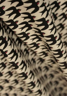 Tabu Tori Japanese fabric  Las necesito, golondrinitas!