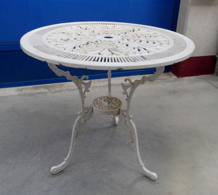 Tavolino da giardino in alluminio anni '50 laccato bianco e decorato