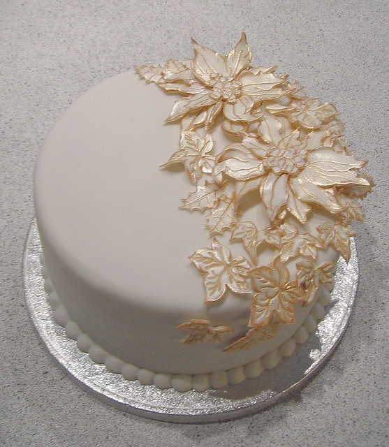 Christmas cake: white & gold