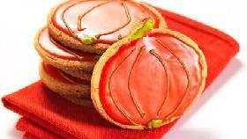 i nostri #BISCOTTI GLASSATI A FORMA DI #ZUCCA sono dei deliziosi dolcetti di #frolla alle #nocciole, decorati con una simpatica #glassa arancione. Qui la #videoricetta. http://ricette.giallozafferano.it/Biscotti-glassati-a-forma-di-zucca.html #GialloZafferano #Halloween