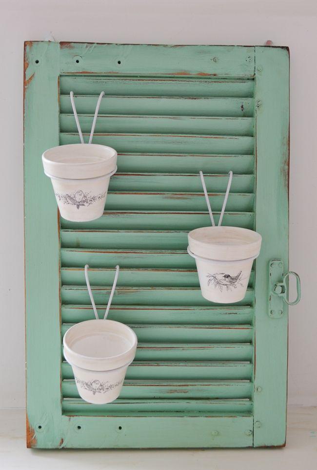 Un postigo y cartelitos para un patio-terraza: Vero Palazzo - Home Deco