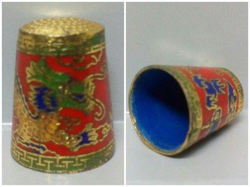 DEDAL DE CLOISONNÉ. Los dedales fabricados en China son muy apreciados y es importante conocer la época,su procedencia y autenticidad