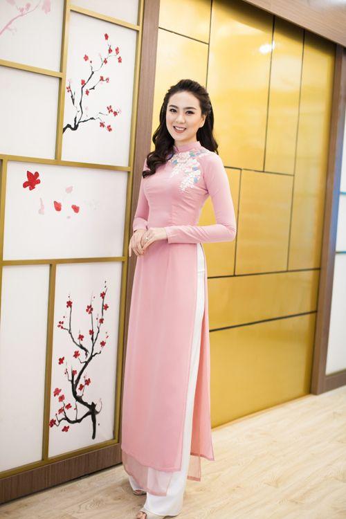 [Caption]Phong cách make up với gam màu nhẹ nhàng, trung tính luôn được các cô dâu Việt ưa chuộng bởi sự tự nhiên mà vẫn rạng ngời, tỏa sáng.