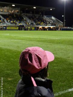 Go Blue - assistindo a um jogo de futebol da University of Michigan - Malas e Panelas