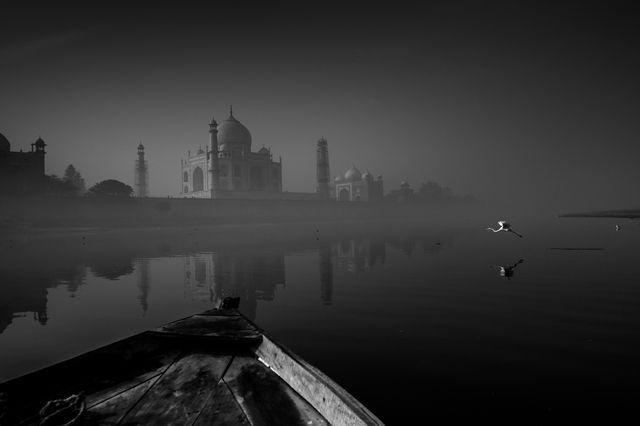 タージマハルとヤムナー川(インド・アーグラ)