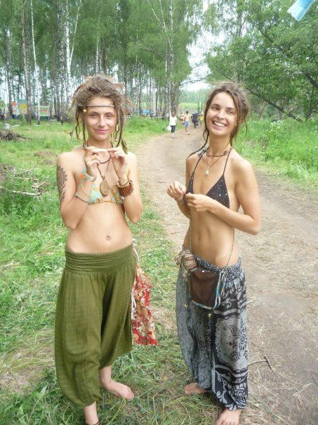 nude hippie chicks