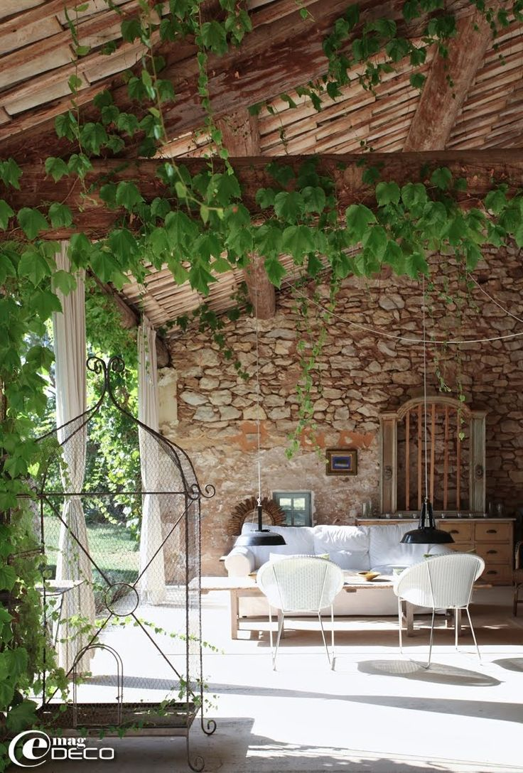 Le mas d'un antiquaire à Roussillon, un reportage du magazine de décoration 'e-magDECO'French Living, Country Porches, French Country Home, Gardens, Outdoor Room, Weights Loss Secret, Outdoor Spaces, Stones Home, Outdoor Living Area