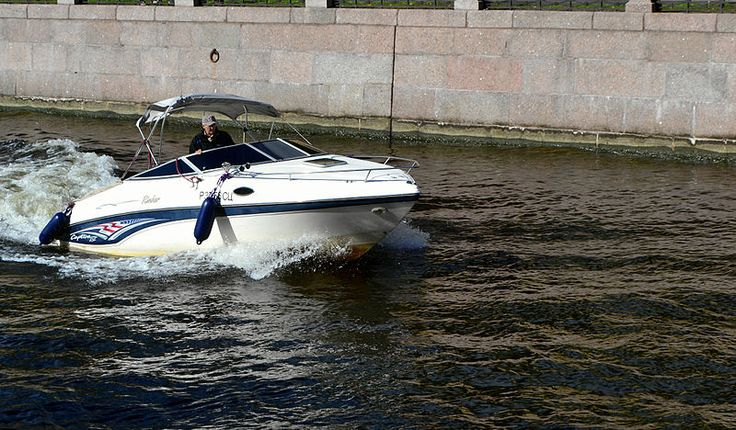 Saint Petersburg. A Rinker sport boat of the Captiva series on the Moyka River. Photo by Dmitry Ivanov. 2014. #ship