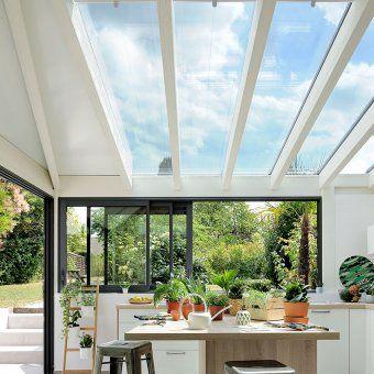 Une véranda avec plafond vitré pour accueillir une cuisine ...