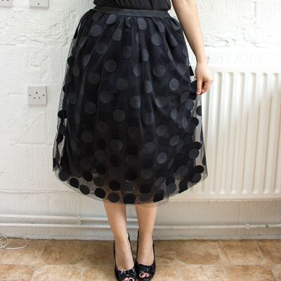 Free Sewing Pattern and Tutorial: How to make a gorgeous tulle party skirt. via Tuts+.