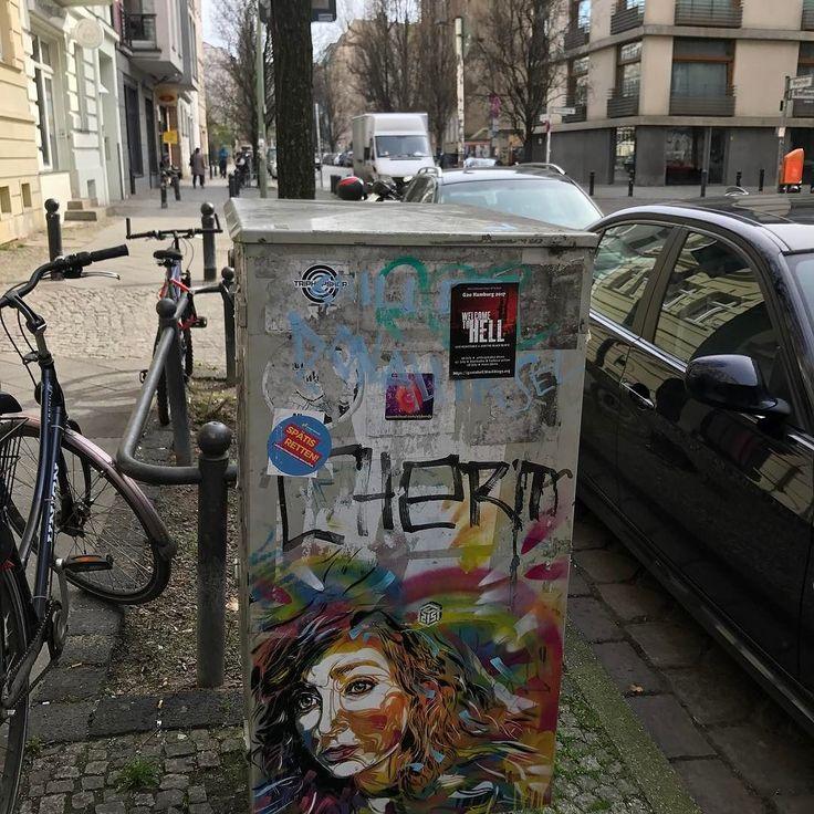Street Art in Berlin  Je suis à Berlin pour le week-end. N'hésitez pas à me suivre sur mon autre compte @alexlesbonsplans