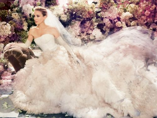 Dramatic #wedding dress à la Sex and the City