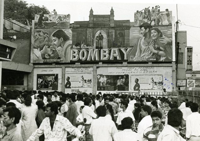 Mani Ratnam's 'BOMBAY (1995). Real audience, real poster.Passionate good old days. Pure CiNEMA.