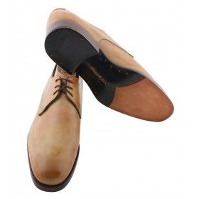 Outtlet offers the best variety of Santoni shoes for sale online! Call @ +65 6884 4005