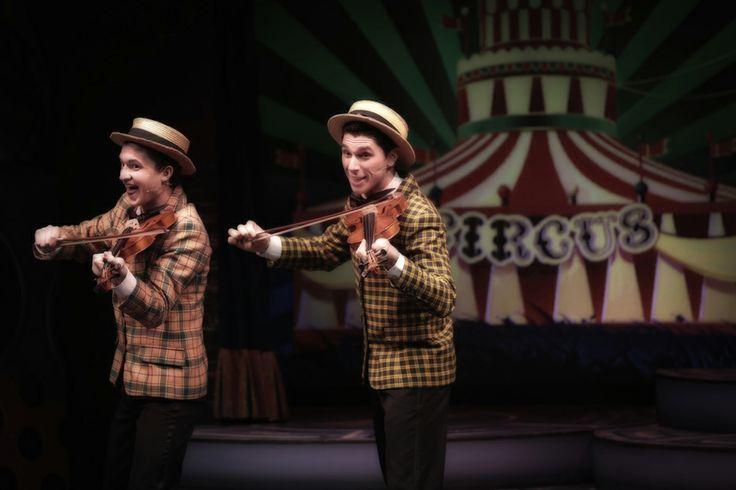 dal 7 al 9 febbraio 2014 - http://www.teatrocarcano.com/it/scheda-spettacolo/709-cantando-sotto-la-pioggia