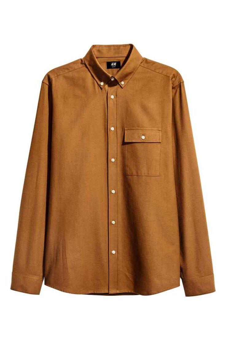 Košeľa zbavlneného flanelu: Košeľa sdlhým rukávom zmäkkého bavlneného flanelu. Golier sgombíkmi anáprsné vrecko schlopňou agombíkom. Štandardný strih.