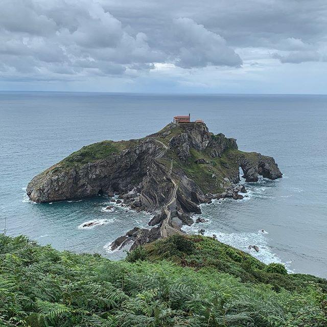 Ermita De San Juan De Gaztelugatxe Situada En Lo Alto De Un Islote En La Localidad De Bermeo Euskadi
