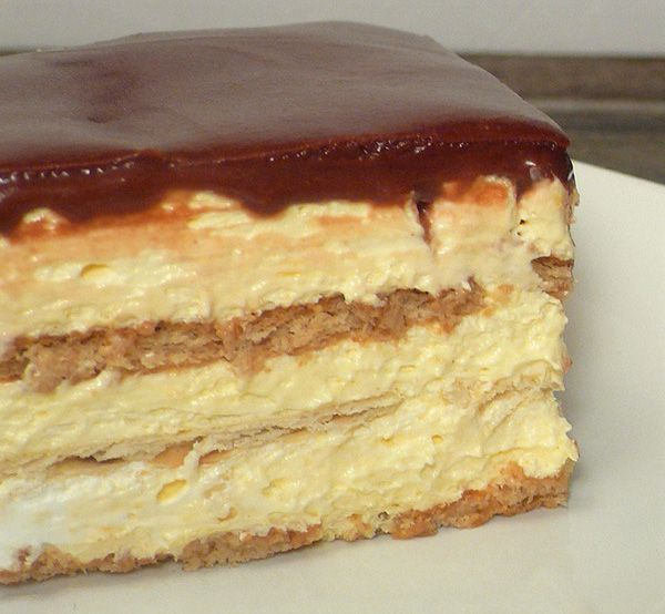 Checkout the best no-bake eclair cake recipe on the net! Once you try this amazing dessert, you will ask for more and more!