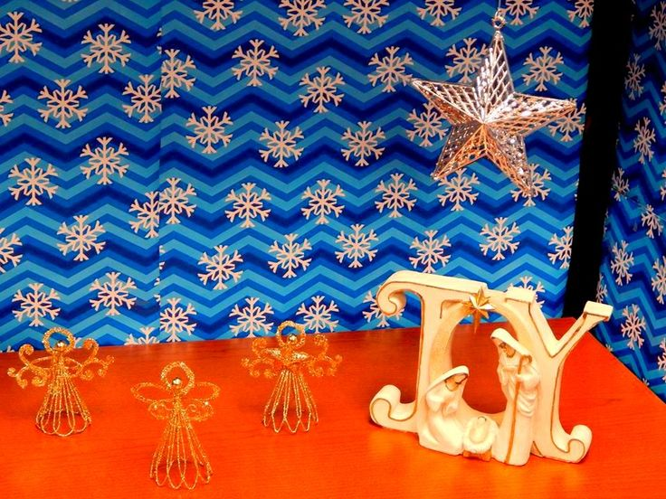 Elegant Blue Wallpaper Christmas Decoration With Mother Mary Showpieces For Office Desk