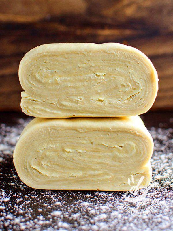 Puff pastry Vegan or mad dough - La Pasta sfoglia Vegan o pasta matta è una alternativa molto più veloce e dal risultato assicurato rispetto alla vera e propria sfoglia vegan.