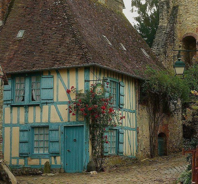 "bellasecretgarden: ""(via Pin by Yvonne Hedlund on Houses, castles and other living arrangements | Pinterest) """