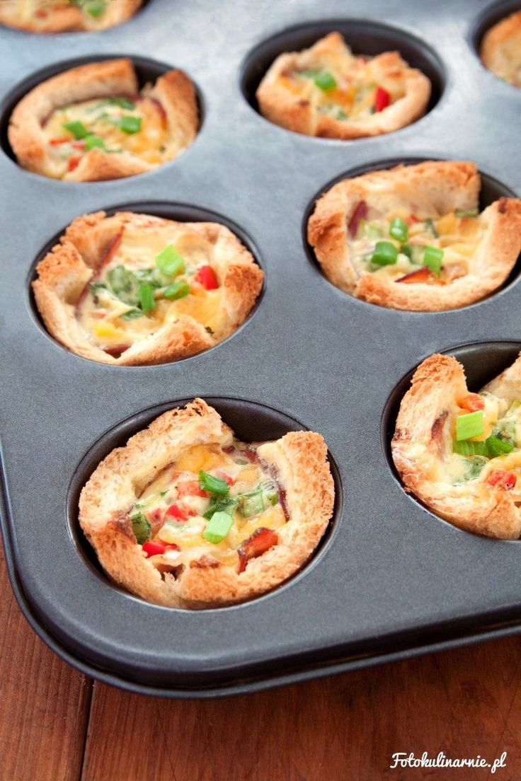 Toast Muffin Cups with Black Forest ham, Cheddar Cheese and Eggs.