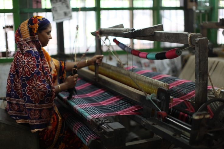 hand weaving in Bangladesh