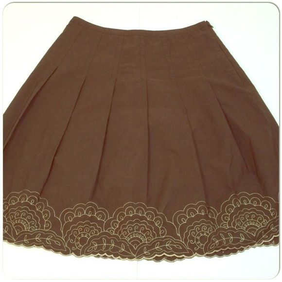 """Dark brown pleated skirt with bronze embroidery Dark brown pleated skirt with bronze embroidery and scalloped hem. Skirt has side zipper. 100% cotton shell and lining. Measurements - waist ~14.5"""" and length 22"""" Ann Taylor Skirts"""