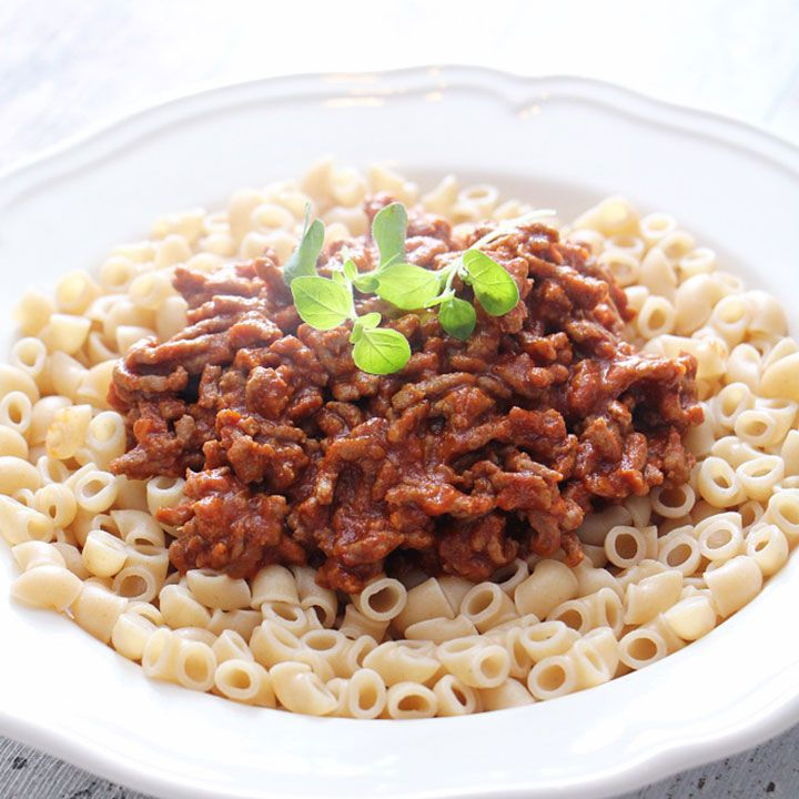 Her er tre billige og gode middager med makaroni i hovedrollen – fra makaroni bolognese til makaronigrateng med ost og blomkål.