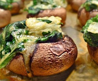 Tempting and savory! Low carb stuffed mushroom recipes perfect for Atkins Induction. 5 free recipe cards. 0 to 5 net carbs per serving.