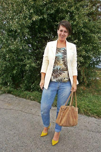 VGRV blog, cream blazer, palm print top, yellow heels pumps, nude suede bag, light blue denim pants, jeans