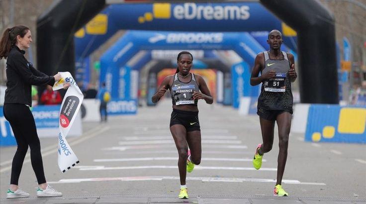 Florence Kiplagat entra vencedora por cuarta vez consecutiva en la media maratón de Barcelona.- E Muni.