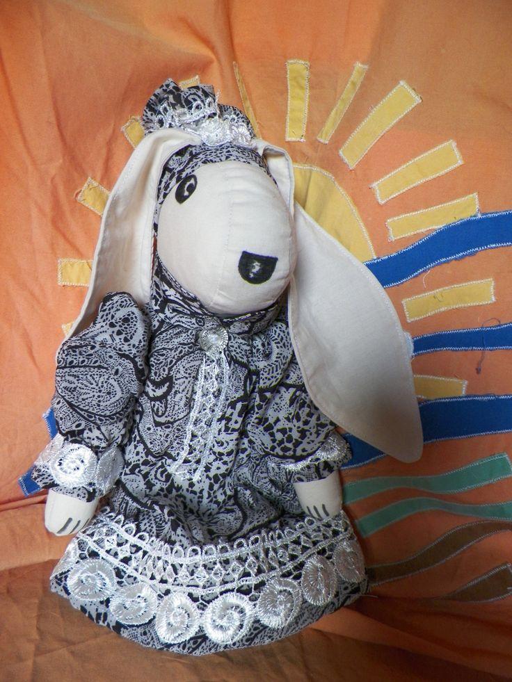 bambola coniglio realizzata artigianalmente in cotone : Giochi, giocattoli di nesel