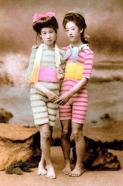 JAPANESE SWIMSUIT GIRLS - Meiji Era Bathing Beauties of Old Japan (8) |