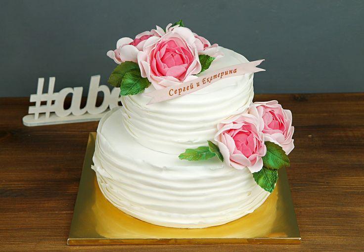 """Свадебный торт """"Розалия""""  В преддверие свадебной церемонии молодожёны выбирают свадебный торт, который станет кульминацией их торжества. #Свадебныйторт должен быть нежным и изящным, как наш великолепный торт #розалия☺️ Этот прекрасный торт с цветами сделает вашу свадьбу, поистине, запоминающимся событием!  Нежный торт для вашего торжества можно заказать от 2-х кг и всего за 2350₽/кг  Специалисты #Абелло готовы помочь с выбором красивого и качественного десерта по любому поводу по единому…"""