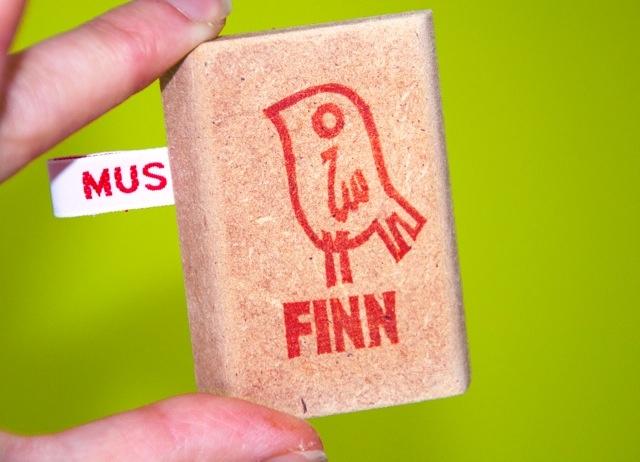 Lovely tamps: nice gift for a newborn! MUSwerk: voorbeelden van handgemaakte naamstempels | gepersonaliseerde kados | kraamkados | gebootestempels | trouwstempels …enz