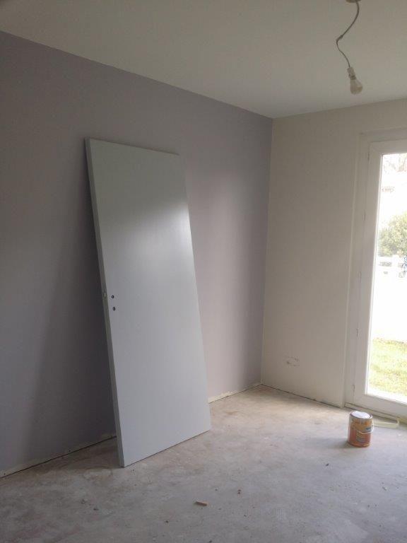 Un gris lisbone sur le mur de cette chambre