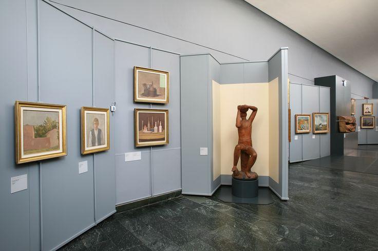 """Giordio Morandi """"Paesaggio"""" - """"Autoritratto"""" - """"Natura morta con tavolo rotondo"""" - """"Natura morta"""".  Scultura di Arturo Martini """"Bevitore."""""""