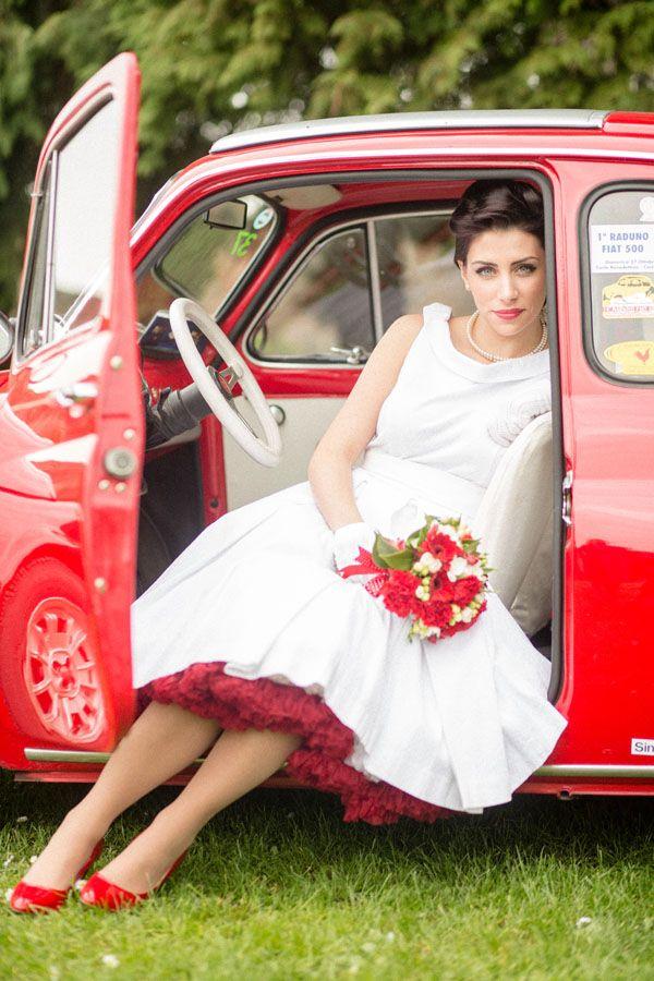 rockabilly bride in red http://weddingwonderland.it/2016/06/matrimonio-rockabilly-anni-50.html