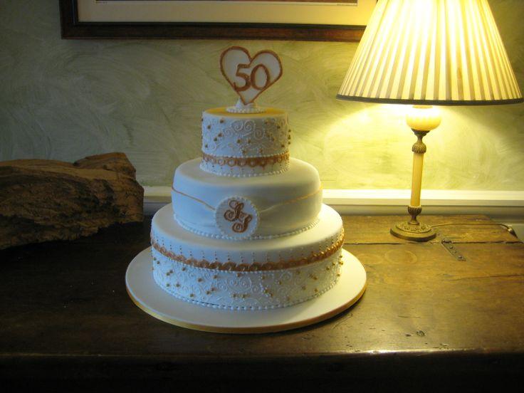 Ildolcestilnovo: la torta per le nozze d'oro dei miei genitori http://ildolcestilnovo.blogspot.it/2014/02/nozze-doro.html