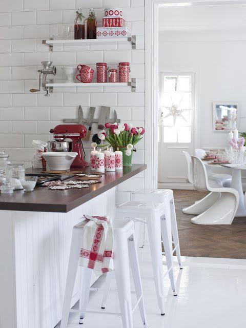 Cute red & white vintage kitchen, retro, cottage chic, farmhouse, open shelves, shelving