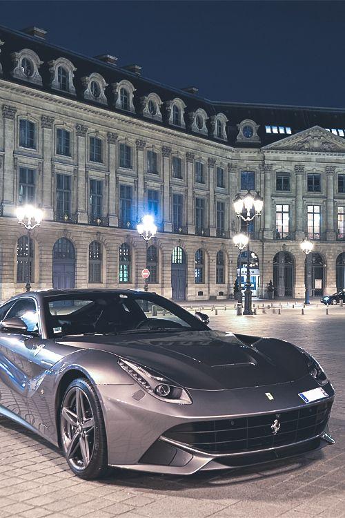 Ferrari F12berlinetta por Paul SKG (Via italian-luxo )