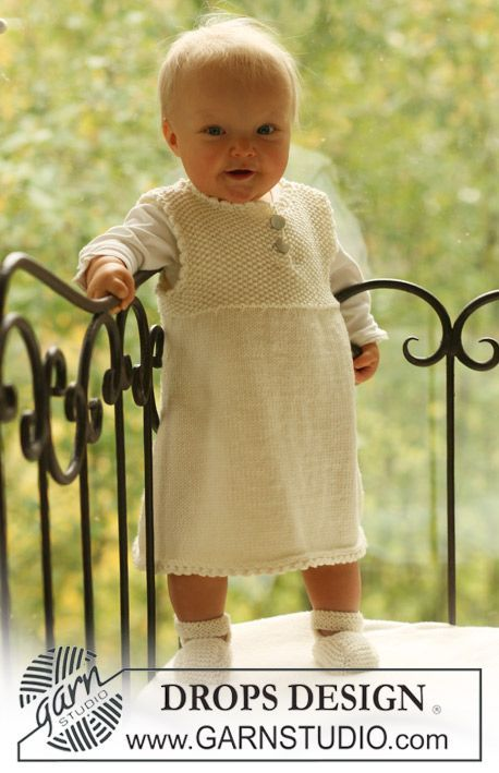 "Baby Harriet - Knitted DROPS booties and dress in ""Merino Extra Fine"" with yoke in moss st. - Free pattern by DROPS Design:"