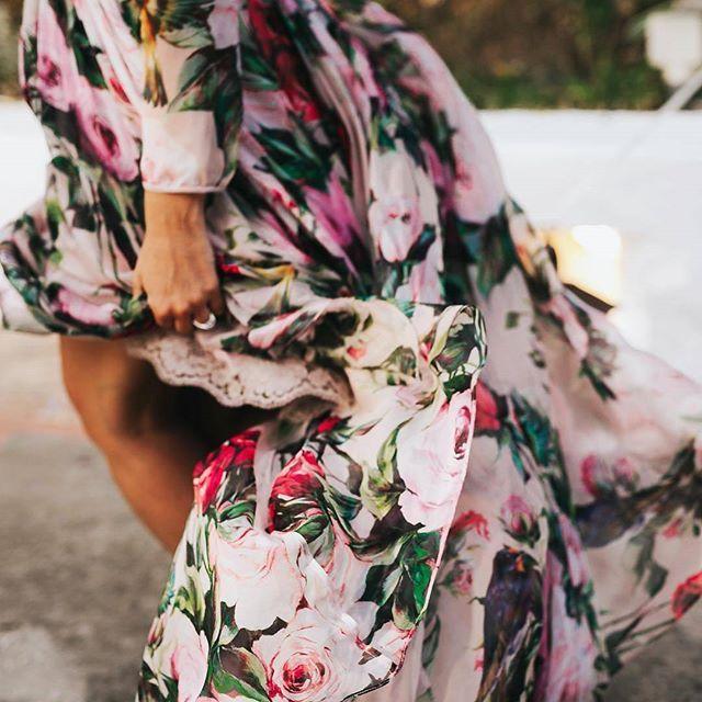 Estampados florales. La tendencia más romántica de esta temporada 🌹 @tenfinkphoto #disoñandobodas #disoñando #wedding #bodas #invitada #invitadaconestilo #invitadaperfecta #bbc #style #estilo #fashion #flores #tendencia #floral #estampadofloral #dress #vestido #redcarpet #love