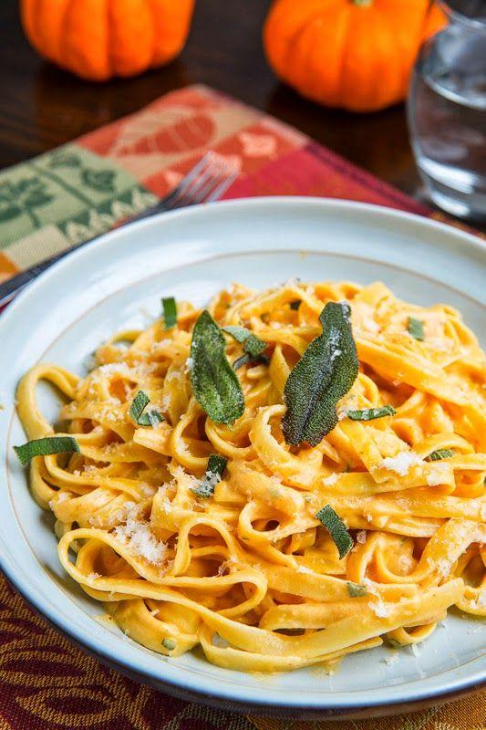 Apportez une touche de nouveauté et d'originalité à vos repas en réalisant une recette pour le moins atypique : des pâtes au potiron, au bacon et au parmesan ! Un plat d&eacut...