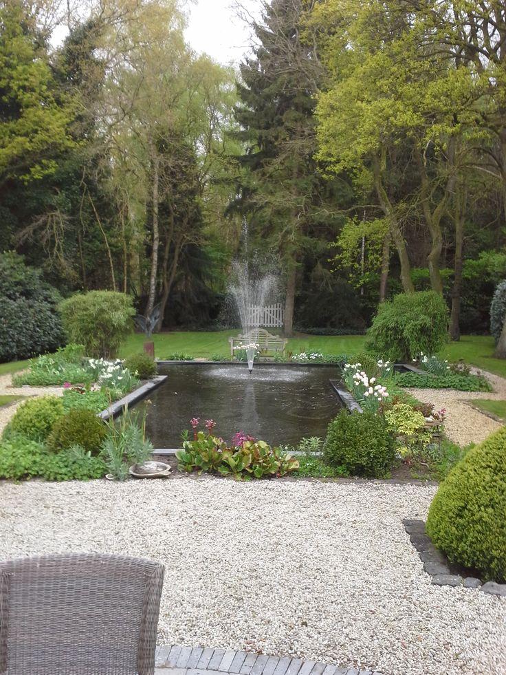 t - vormige vijver fontein
