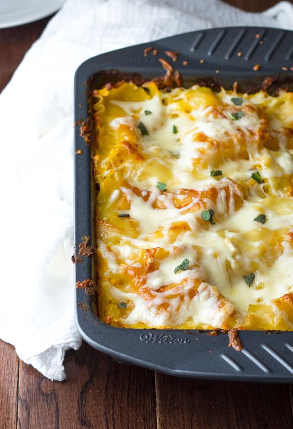 Cheesy Chicken, Butternut and Sage Lasagna- you'll never guess this is lightened up with a Greek yogurt 'bechemel' sauce and butternut squash #lasagna #pumpkin